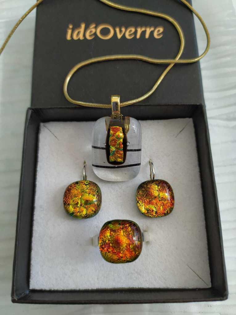 Ensemble bijoux : pendentif, bague, boucles d'oreilles