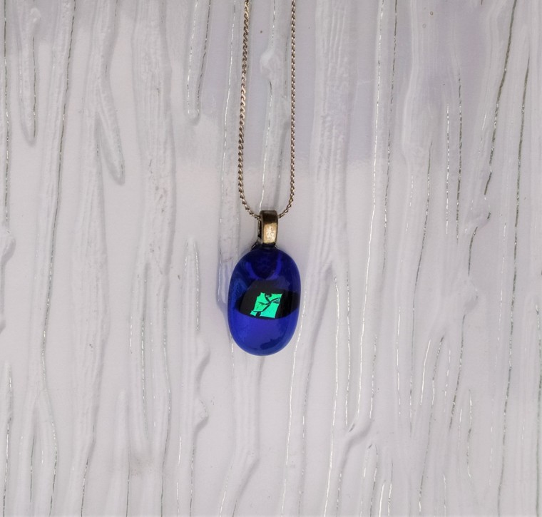 Collier en verre coloré