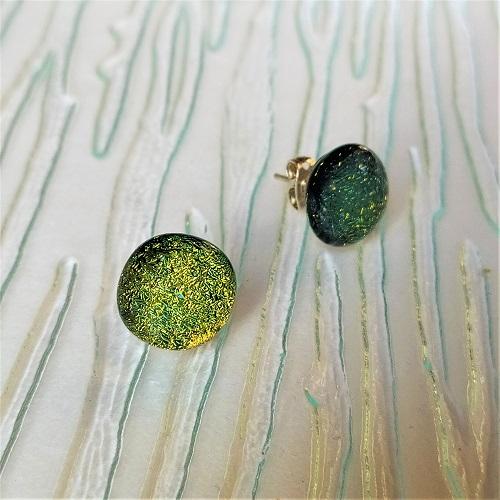 Boucles d'oreilles vertes clous