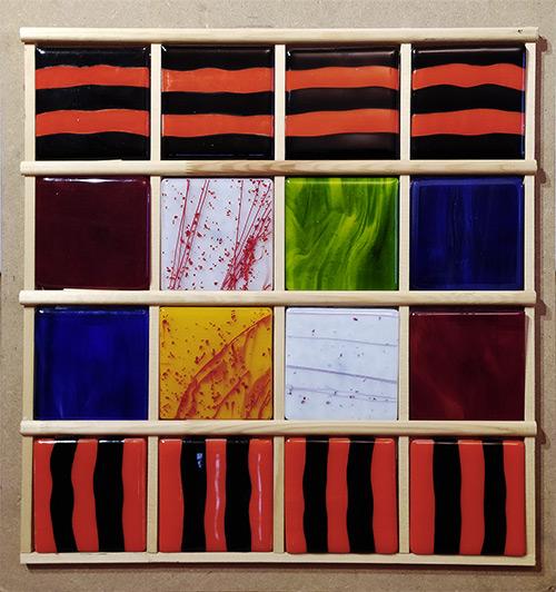 16 carreaux de verre plus colorés les uns que les autres