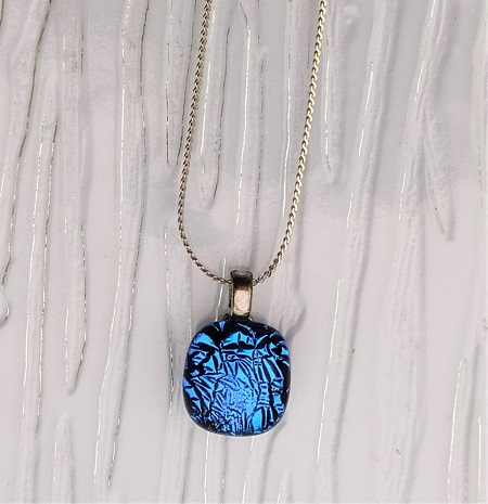 Collier en verre bleu océan