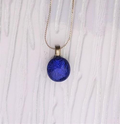 Collier en verre bleu nuit