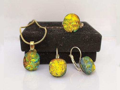 Ensemble bijoux en verre dorés