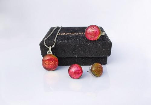 Ensemble bijoux en verre rouges